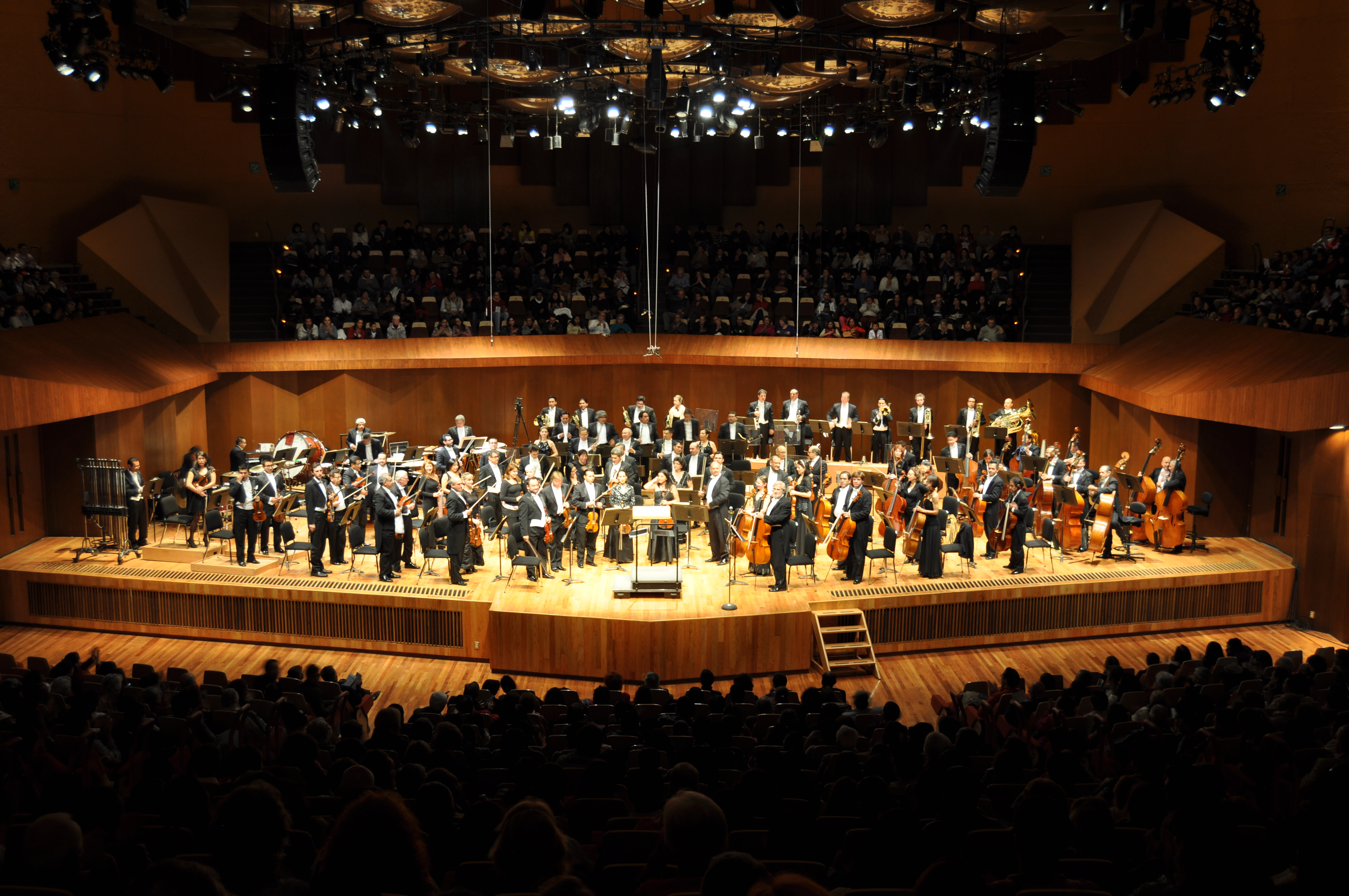 Tales from the Underground, Theatro Municipal de Sao Paulo, Conductor John Neschling, Saturday , February 7th, 2015 [Reply Sunday, February 8th, 2015]