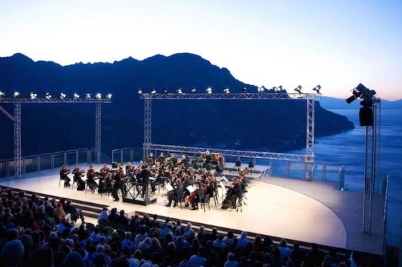 Lorenzo Fiorito, Waiting for daybreak at Ravello Festival: an amazing dawn in concert, «Bachtrack» August 13th, 2015