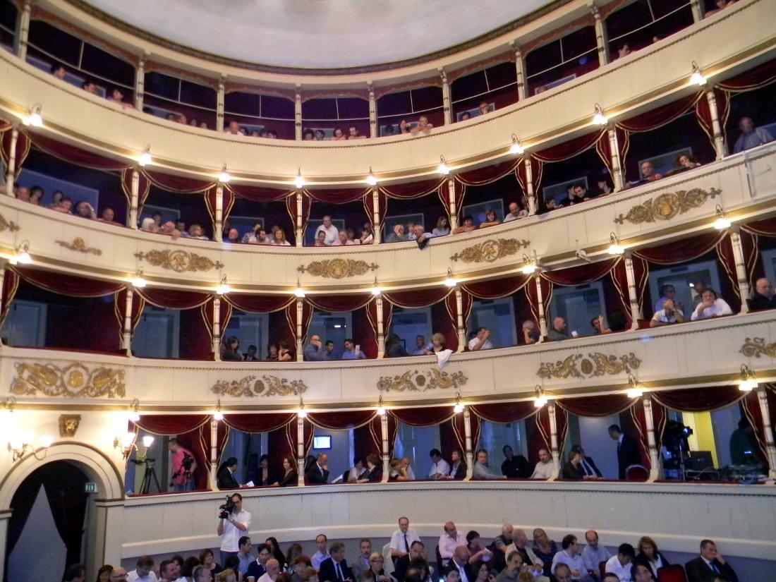 Slot machine, su musica di Cristian Carrara, regia di Marco Martinelli, 2 dicembre 2015, ore 21, Teatro della Società, Lecco